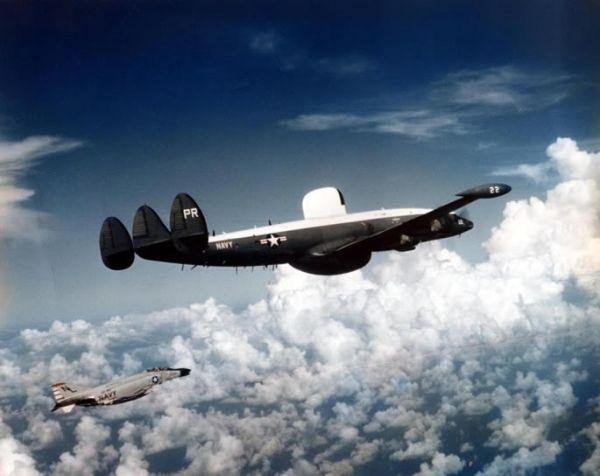 米海軍偵察機EC-121M....1969年にアメリカ海軍の早期警戒機が北朝鮮に撃墜された事件である。