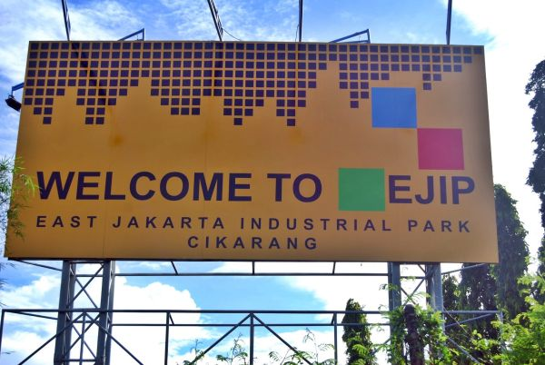 ジャカルタから東に離れた工業団地