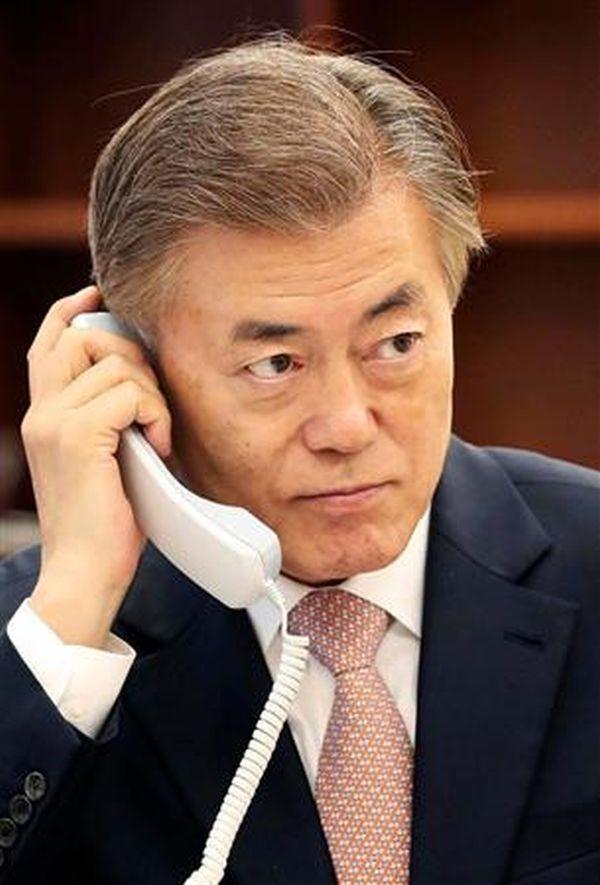 日韓首脳電話会談での文在寅 : 『日韓合意...No ! No ! NO !.....日本からの経済支援...Yes ! Yes ! Yes !』