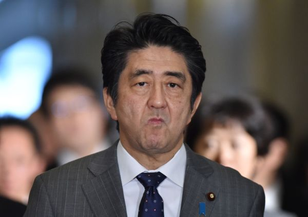 安倍首相 : 『アホ !』