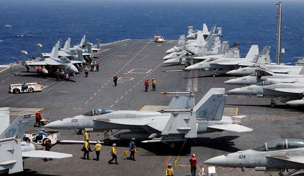 空母による「力の誇示」...空母カール・ビンソンなど米軍の攻撃力の展開に北朝鮮は神経を尖らす