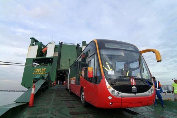 インドネシアで中国製の路線バス