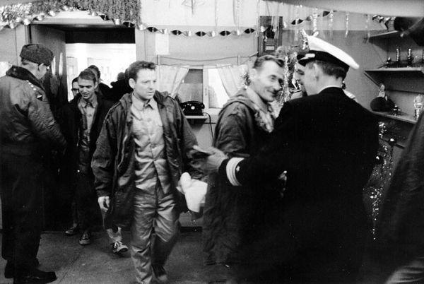 アメリカ政府が謝罪したあと, プエブロ号の乗組員も解放された....(*´◡`*) !