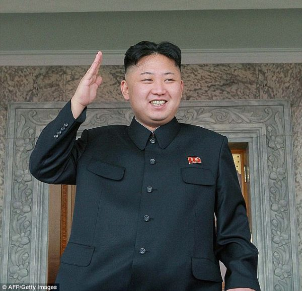 「第二次核危機」....胡散臭い, 鼻の先に止まったハエ, 立てば国難, 座れば人災の主人公 !