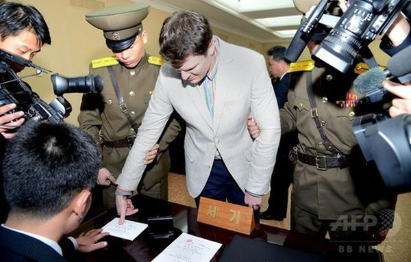 北朝鮮・平壌での裁判に臨む、米大学生のオットー・ワームビア氏。国営朝鮮中央通信(KCNA)提供(2016年3月16日撮影)。(c)AFPKCNA via KNS