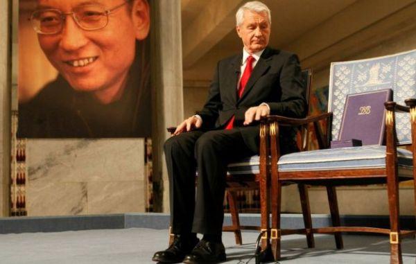 服役中だった劉氏は2010年のノーベル平和賞授賞式を欠席。壇上には、座る人のいない椅子が象徴的に置かれた