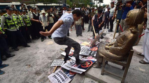 『反日 ! 反日 ! 反日 ! 』 現在韓国で, ほとんど毎日も「反日デモ」が行われる