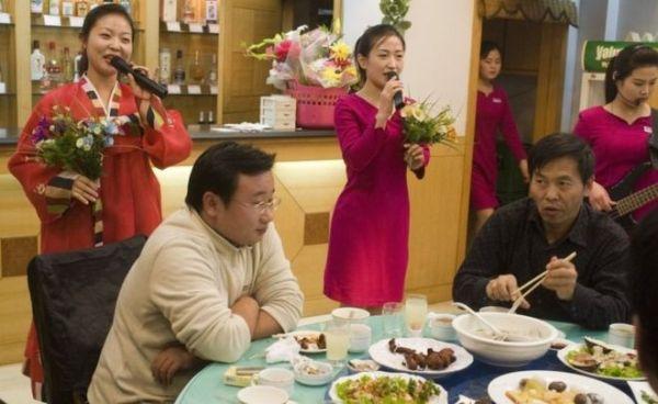 北朝鮮のレストランなど....