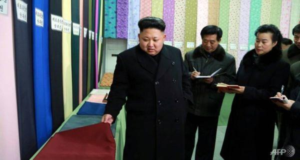 「偉大なる指導者」:『綺麗なっ ! これらを全世界に輸出しますか ?』 失業寸前工場の管理者 :『殿っ ! すまんっ....今, 自国の消費のためだけよ....他国が購入することをあえてしない....』