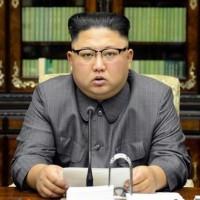 偉大なる指導者 : 『次のショータイム, 太平洋上史上最大の水爆実験を...お楽しみに !』