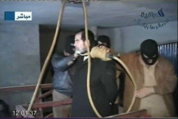 イラクの独裁者サッダーム・フセイン.....絞首刑