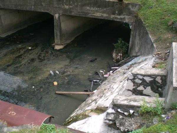 排水溝で脱輪