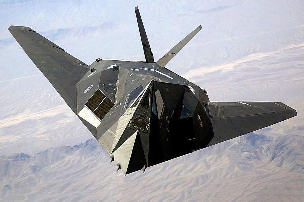 世界初のステルス戦闘機F117『ナイトホーク』