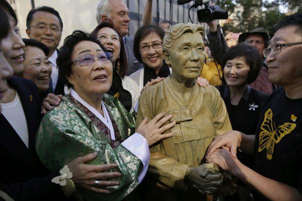 慰安婦問題.....いつまで反日で人気取りするんですかね。韓国の国際社会における地位は失墜します