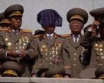 北朝鮮の保安員(警察官), みんなもかれらの 「100-星」制服を着ています....Wow !