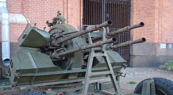 国家に対する「反逆者」は死刑....反機体の機関銃で.(^_^)〜♪