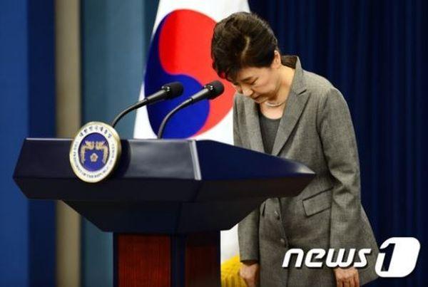元大統領の朴槿恵, 国民に : 『申し訳ございません ! 』...謝罪したあと, 直ちに牢屋に送られた