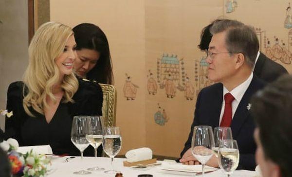 とても友好, 親切なのイバンカ大統領補佐官 愛想がいい !  みんなに愛される ! ♥♥♥ !