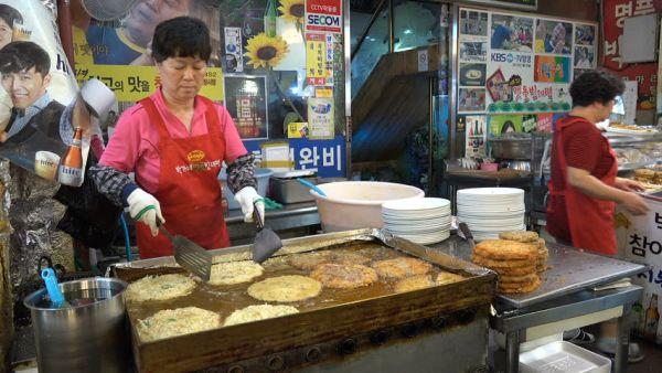 韓国国内での一般市民 :『なんだとっ ! チケットは日本円15万 ? いい加減にしろっ ! 』
