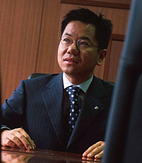 「子どもを養育する十分な資産がある ! 」.....億万長者の父親...重田康光氏