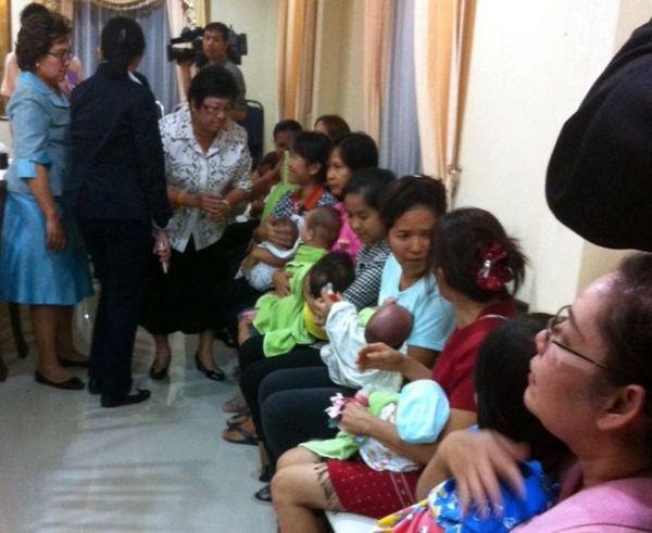 重田光時は2014年まで に代理出産をやりました. タイは代理出産させることを2015年禁止する....法的に縛られている, だから合法です !