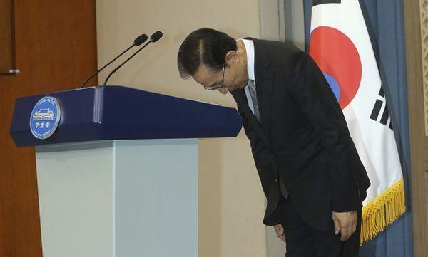 元大統領の李明博, 国民に : 『申し訳ございません ! 』...謝罪したあと,牢屋に入るのが....三月