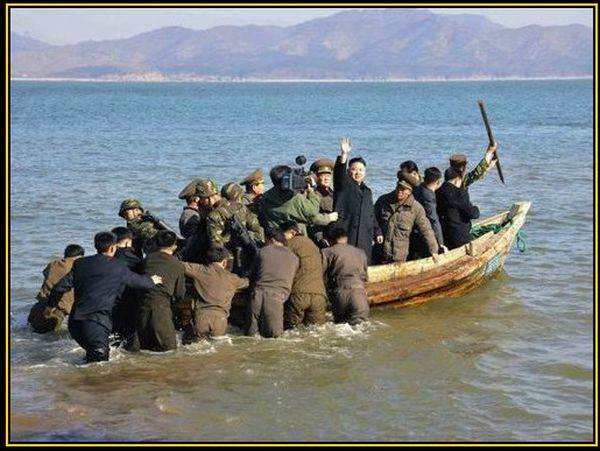 「偉大なる指導者」約20人の海兵隊員を収容できるの強襲揚陸艦.....頑張れ ! (*´◡`*) !