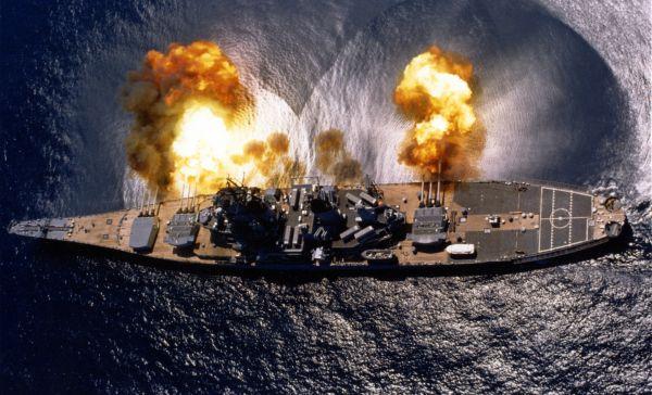 攻撃っ !!! はじめに....米軍の沿岸砲撃用の戦艦で....砲撃っ !!! いいね !!!