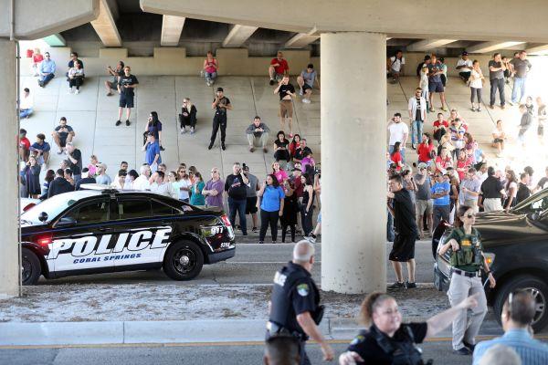 フロリダ州の高校での銃乱射事件..... (。-_-。) ! ! (。-_-。) ! ! (。-_-。) !