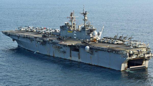 強襲揚陸艦を中心に、揚陸艦合計3隻、ミサイル巡洋艦1隻、ミサイル駆逐艦2隻、原子力攻撃潜水艦1隻で編隊を組むユニットが遠征打撃群です。