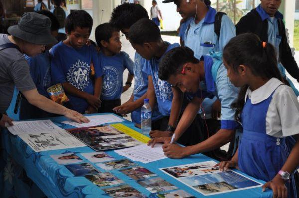 マーシャル諸島共和国の首都マジュロにあるアサンプション学校で原爆展(2014年2月)