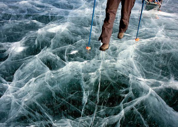 薄い氷の上を歩いているようだ