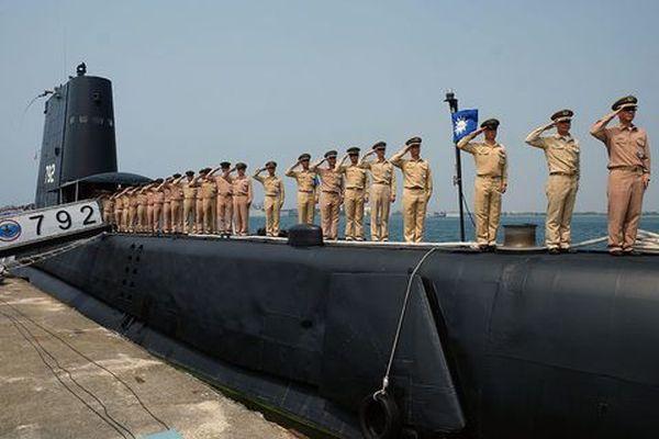 ♥♥♥ ! 敬礼 !!! 台湾の海軍ら !  頑張れ !!! ♥♥♥ !