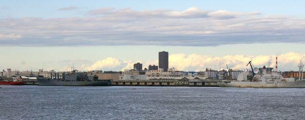 横浜ノース・ドックとマーズ級戦闘給糧艦「サンノゼ」、ミサイル追跡艦「オブザヴェーション・アイランド」