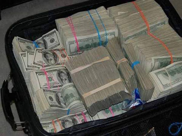 72のバッグ ! 現金....米ドル