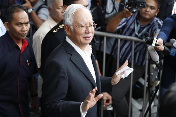 この野郎...永遠に, 或るいはかれの死ぬまで牢屋に !!! マレーシア・クアラルンプールの汚職対策委員会に出頭したナジブ前首相=5月24日