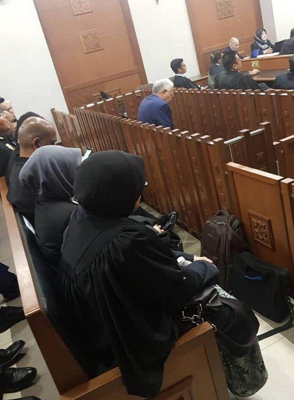 法廷でのマレーシア「史上最悪首相」