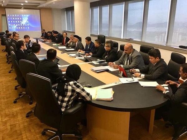 シンガポール汚職対策委員会などの当局にも協力を仰ぎ