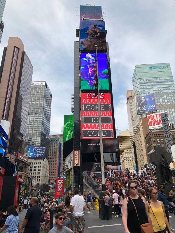 タイムズスクエア....マンハッタン区 ! ニューヨーク市 !