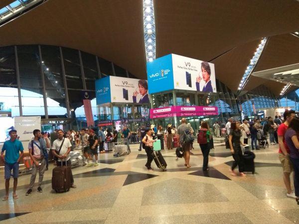 2018年八月19日 , 土曜日, マレーシア国際空港KLIA....真夜中の出発