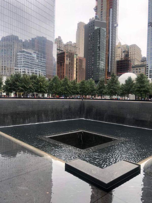One World Trade Center, 1 WTC、フリーダムタワー)は、アメリカ合衆国ニューヨーク州ニューヨーク市マンハッタン区の 2001年9月11日アメリカ同時多発テロ事件で崩壊したワールドトレードセンター跡地(グラウンド・ゼロ)に建てられた超高層ビル