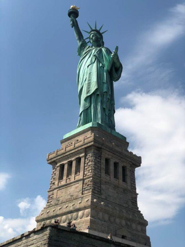 1984年にはユネスコの世界遺産(文化遺産)に登録されたの「自由の女神像」