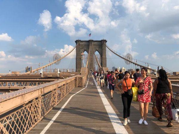 ブルックリン橋.....アメリカで最も古い吊り橋の一つであり、同時に鋼鉄のワイヤーを使った世界初の吊橋でもある